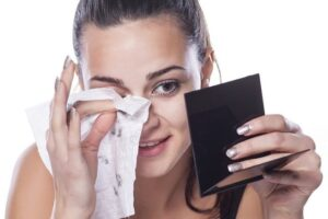Dëmet e pecetave të lagura ndaj fytyrës