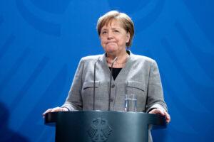 Vaksinohet me AstraZeneca Angela Merkel
