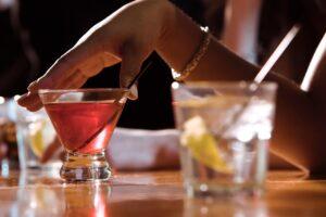 Çfarë duhet të hamë kur pimë alkool