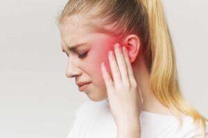 Cka e shkakton infeksionin e veshit?