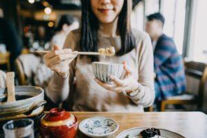 Kjo teknikë japoneze mund t'ju ndihmojë të humbni peshë pa marrë parasysh se çfarë hani