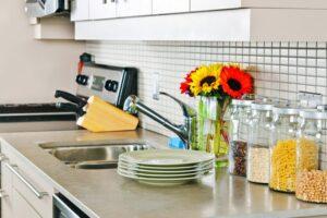 Produktet natyrale të pastrimit që nuk duhet të mungojnë në shtëpi