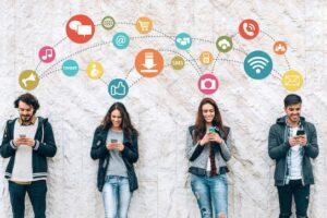 """Psikologët paralajmërojnë """"Varësia ndaj rrjeteve sociale është dhunë ndaj vetes"""""""