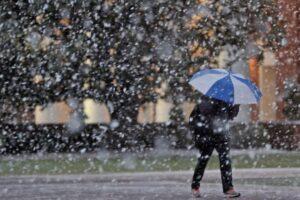 Instituti Hidrometeorologjik paralajmëron reshje të shiut: Mund të shkaktojnë vërshime të shpejta
