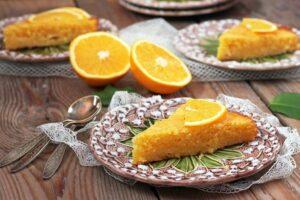 Tortë e lehtë me lëng portokalli
