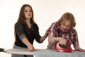 Truqet e hekurosjes: Në çka duhet të kujdesemi në mënyrë që të mos i prishim rrobat