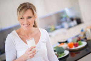 Një gotë qumësht në mëngjes, redukton rrezikun nga diabeti