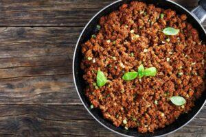 Truk për mish të bluar: Qe si duhet të shtoni për ta mbajtur atë të lëngshëm dhe të butë, por të fërguar mirë