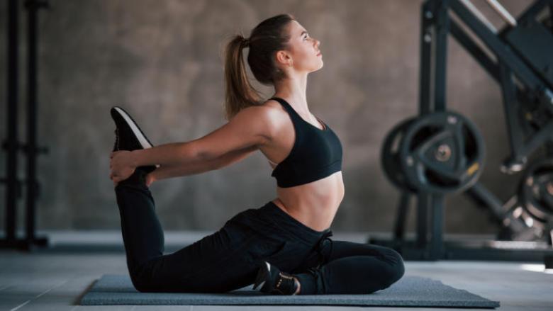 Trajnim në shtëpi për muskuj të fortë të stomakut dhe qëndrim të drejtë