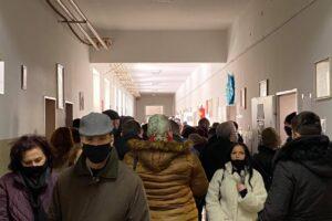 """Në shkollën """"Meto Bajraktari"""" në Prishtinë s'po respektohen masat anti-Covid"""