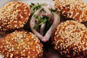 Qofte të kreshmore të cilat do t'i dëshironi: Zëvendësimi i mishit është shumë i shijshëm!