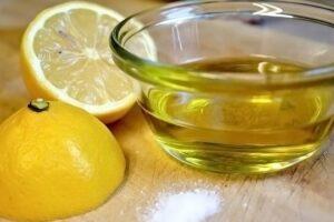 Nga mbrotja e zemrës deri tek problemet me kapsllëkun; Kura me vaj ulliri dhe limon ideale për këto probleme