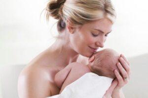 Pse bebet mbajnë aromë më tërheqëse sesa fëmijët e rritur?
