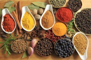 Si të ruajmë freskinë dhe aromën e erëzave në frigorifer