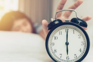 Ndryshimi i stinëve e bën më të vështirë zgjimin në mëngjes