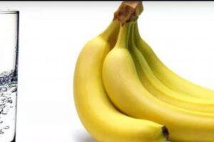 Ujë i nxehtë me banane – pse është e rëndësishme të kombinohen në mëngjes