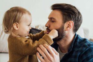 Këto tipare fëmijët i trashëgojnë nga babai