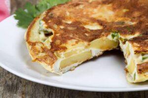 Përgatisni omëletë spanjolle sipas recetës së stilistit të famshëm Manolo Blahnik!