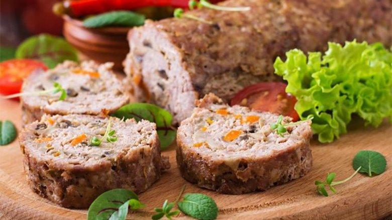 Rolatë me mish: Nga jashtë kërcëlluese, brenda përsosmërisht e mbushur me erëza!