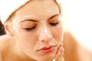 Sa herë duhet ta pastroni lëkurën pa shkaktuar irritim të saj?