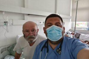 Specializanti i pulmologjisë, Liridon Bujupi, uron qytetarët për festën e Bajramit – Bashkë me të edhe aktori Çun Lajçi