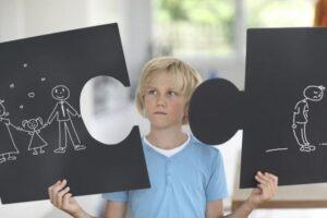 Si ndihet një fëmijë për shkak të divorcit të prindërve…