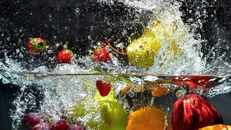 Si t'i eliminoni të gjitha bakteret dhe pesticidet nga dredhëzat, mjedrat dhe frutat e tjera