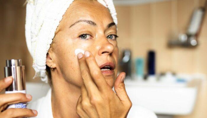 Tre përbërësit që ndikojnë shumë në plakjen e lëkurës