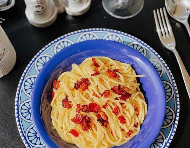 Krenaria e kuzhinës romane, ja si të përgatisni spaghetti Carbonara
