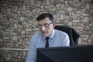 Drejtori i Qendrës për Punë Sociale në Prishtinë, Vebi Mujku: Mos iu jepni para lëmoshëkërkuesve, kështu po rritet numri i tyre