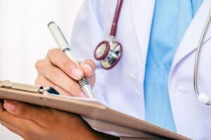 Gjobiten 500 mjekë në Maqedoni, dhanë receta për sëmundje specifike