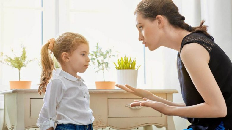 Pse fëmijët nuk dëgjojnë derisa prindërit e tyre të ngrenë zërin?