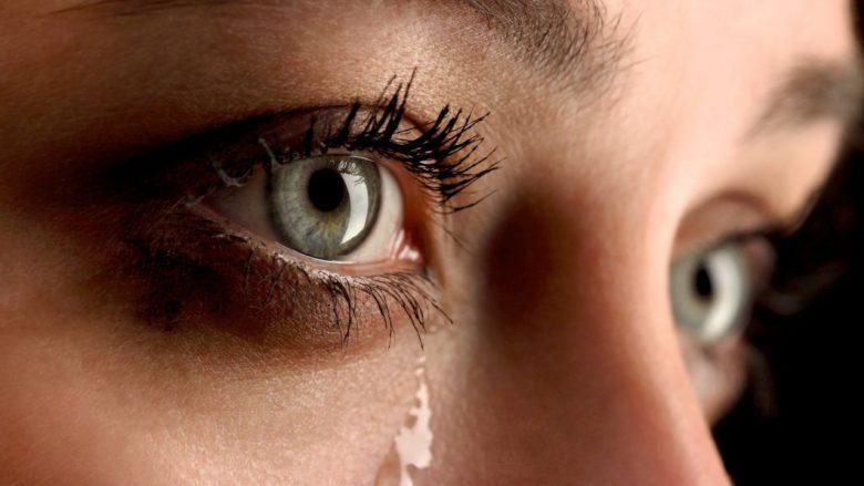 Pse qajnë njerëzit? Eksperti holandez flet rreth origjinës së fenomenit të përditshëm – dallimin tek gratë dhe burrat!