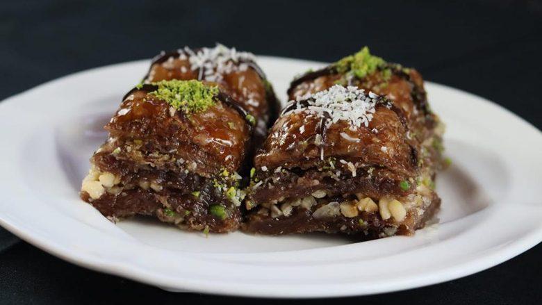 Nëse ju pëlqen klasikja, do të mahniteni për këtë: Bakllava me lajthi dhe çokollatë