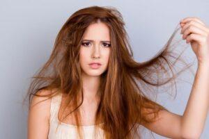 Disa mënyra për të parandaluar tharjen e flokëve gjatë verës