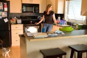 Menjëherë hiqni nga kuzhina këto enë: pengoni përhapjen e baktereve dhe sëmundjeve!