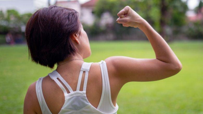 Dy ushtrime të shpejta që tonifikojnë krahët pa ngritur pesha