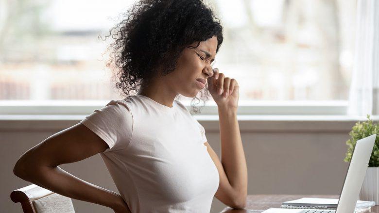 Çfarë duhet të bëni nëse rrini ulur në punë gjatë gjithë ditës