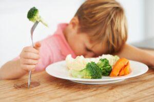 Pse fëmijët refuzojnë t'i hanë perimet?