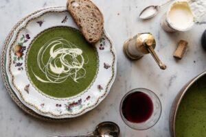 Receta perfekte e supës me bizele dhe borzilok
