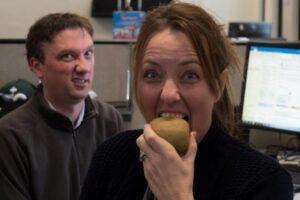 Disa do të befasohen, por a e dini se mund të hani kivi me lëvore?