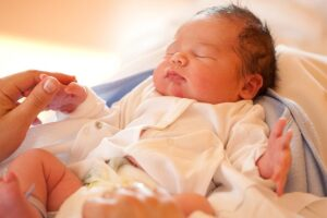 Shkencëtarët pohojnë: Inteligjenca e një foshnje varet nga mënyra se si ka lindur!