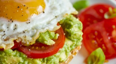 Çfarë duhet të hani në mëngjes për të mbrojtur imunitetin dhe trupin nga gripi?