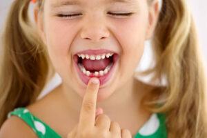 Frika e fëmijëve nga dentisti, ja disa këshilla se si t'i ndihmojmë ata