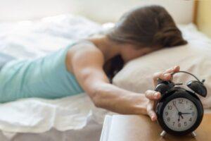 Zgjohuni 1 orë më herët në mëngjes për të larguar depresionin