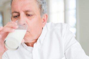 Si ndikon konsumi i qumështit tek personat me sëmundje të zemrës?