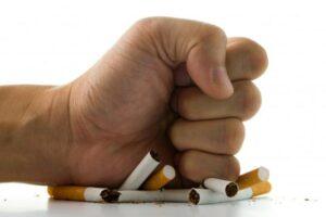 Pse ndodh shtimi i peshës kur ndaloni pirjen e duhanit?