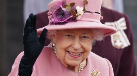 Mbretëresha shpallet 'E moshuara e vitit' dhe e refuzon çmimin, sepse nuk ndihet e vjetër